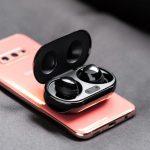 Samsung-Galaxy-Buds-Plus-true-wireless-charging-case-PowerShare-S10e-2-1200x674